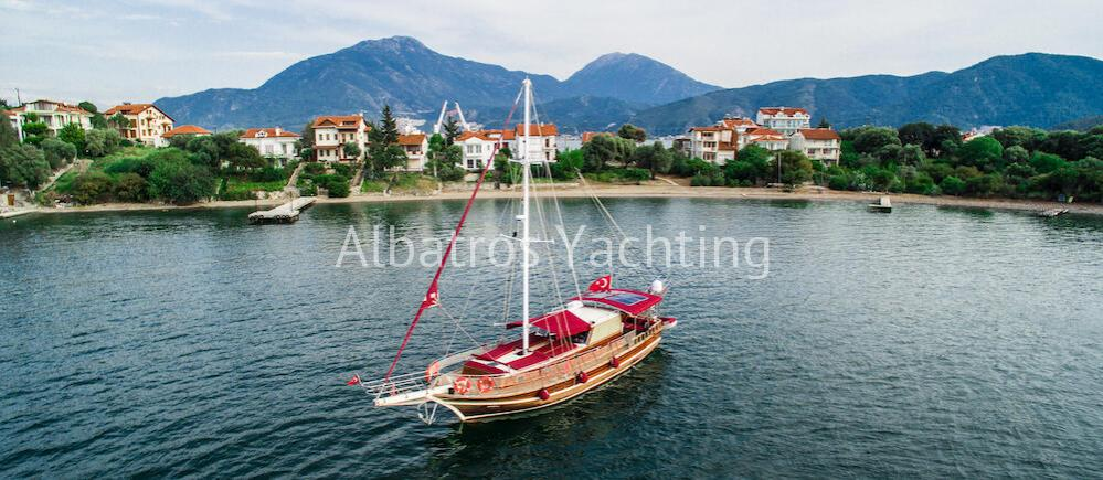 Gulet yacht Ozen is an economic 2 cabin gulet based in Fethiye. - Albatros