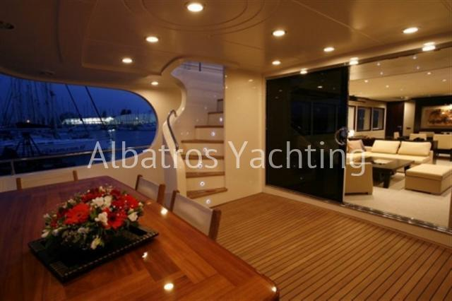 Nira is a Lux Motor Yacht,built in 2007 with 5 cabins .  - Albatros