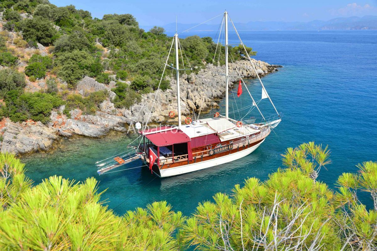 Aslı Nıl is a 3 cabin luxury gulet based in Fethiye . - Albatros
