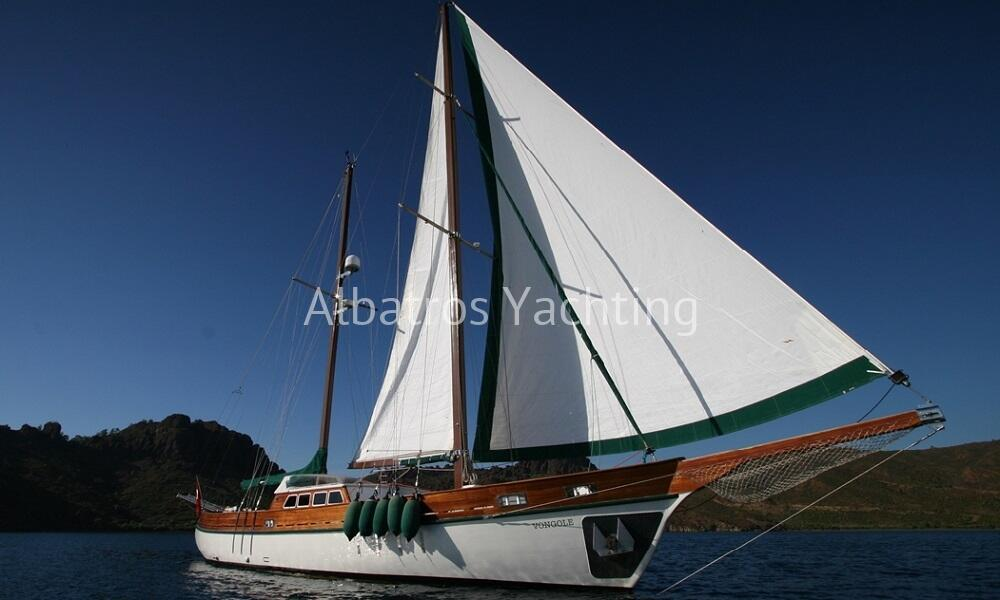 Vongole, has a length of 24. meters and 3 deluxe cabins - Albatros