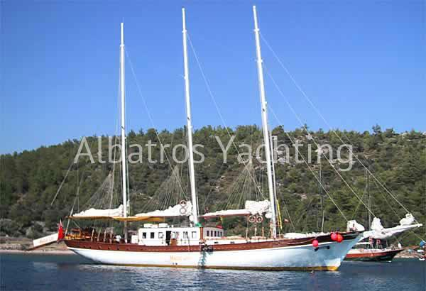Aegean Clipper is a Lux Gulet with 12 cabins for bigger groups. - Albatros